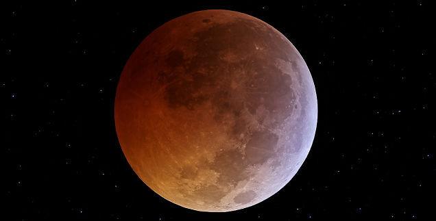 Aspecto aproximado de la Luna durante el eclipse total