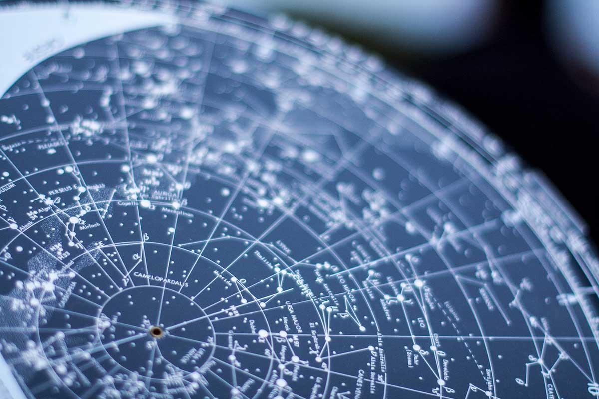 Como utilizar un planisferio