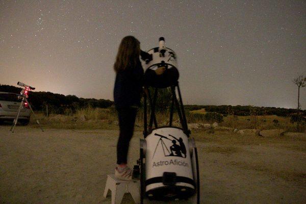 astronomo-por-un-dia-astroaficion-nino-telescopio