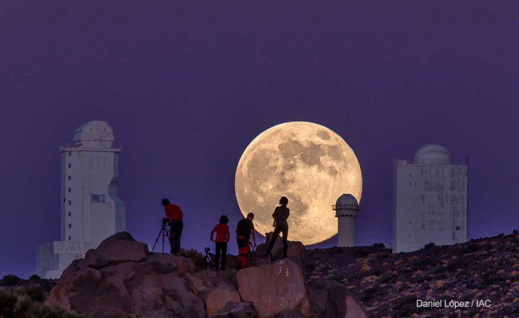 ¿Por qué la Luna parece más grande en el horizonte?