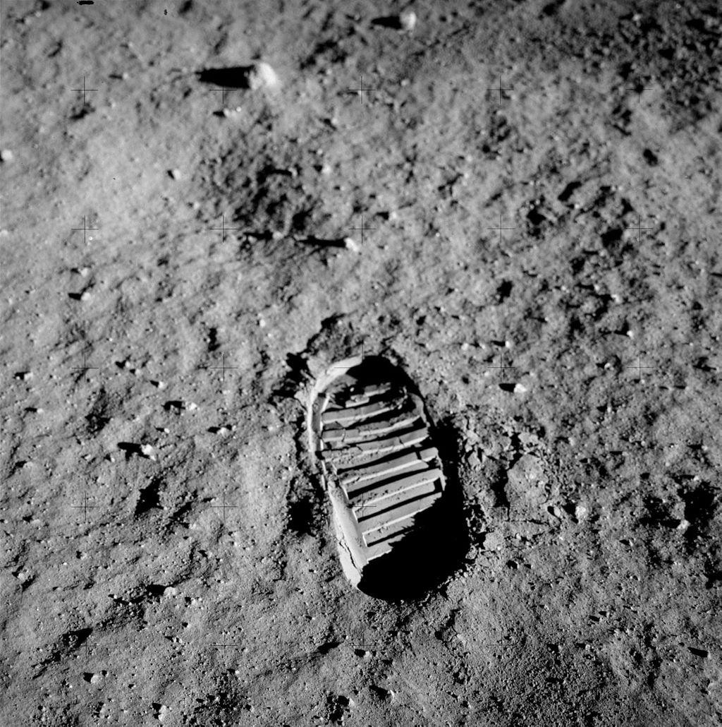 apollo-11-huella-luna-regolito