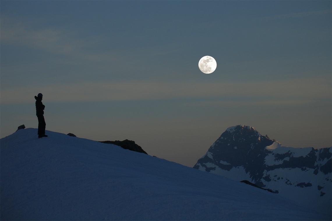 senderismo-nocturno-raquetas-nieve