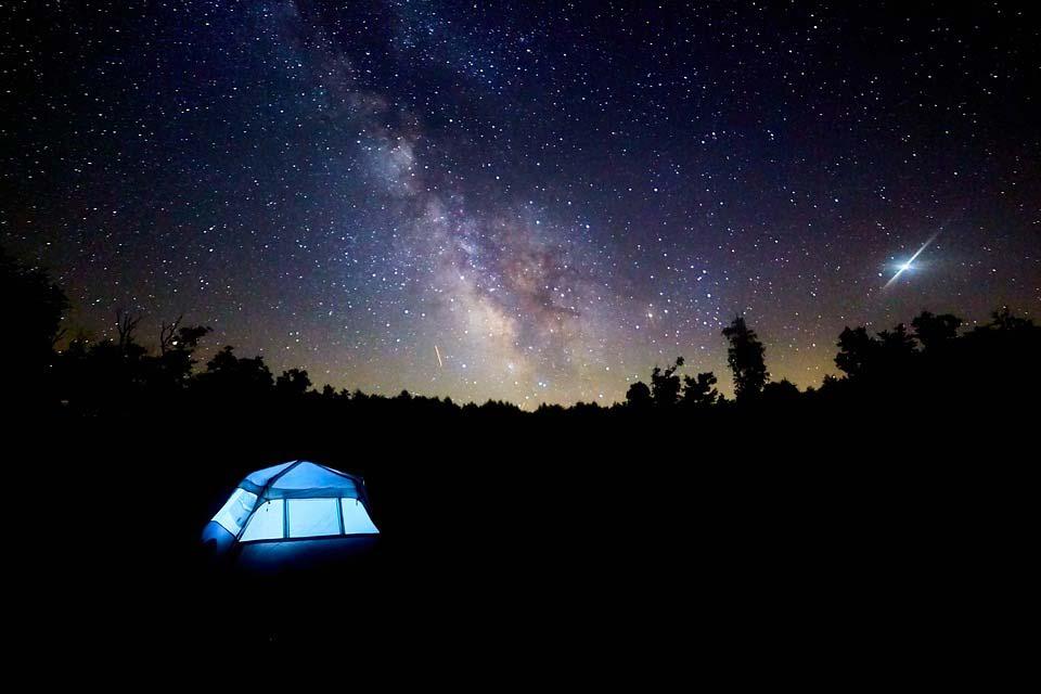 acampada-bajo-las-estrellas
